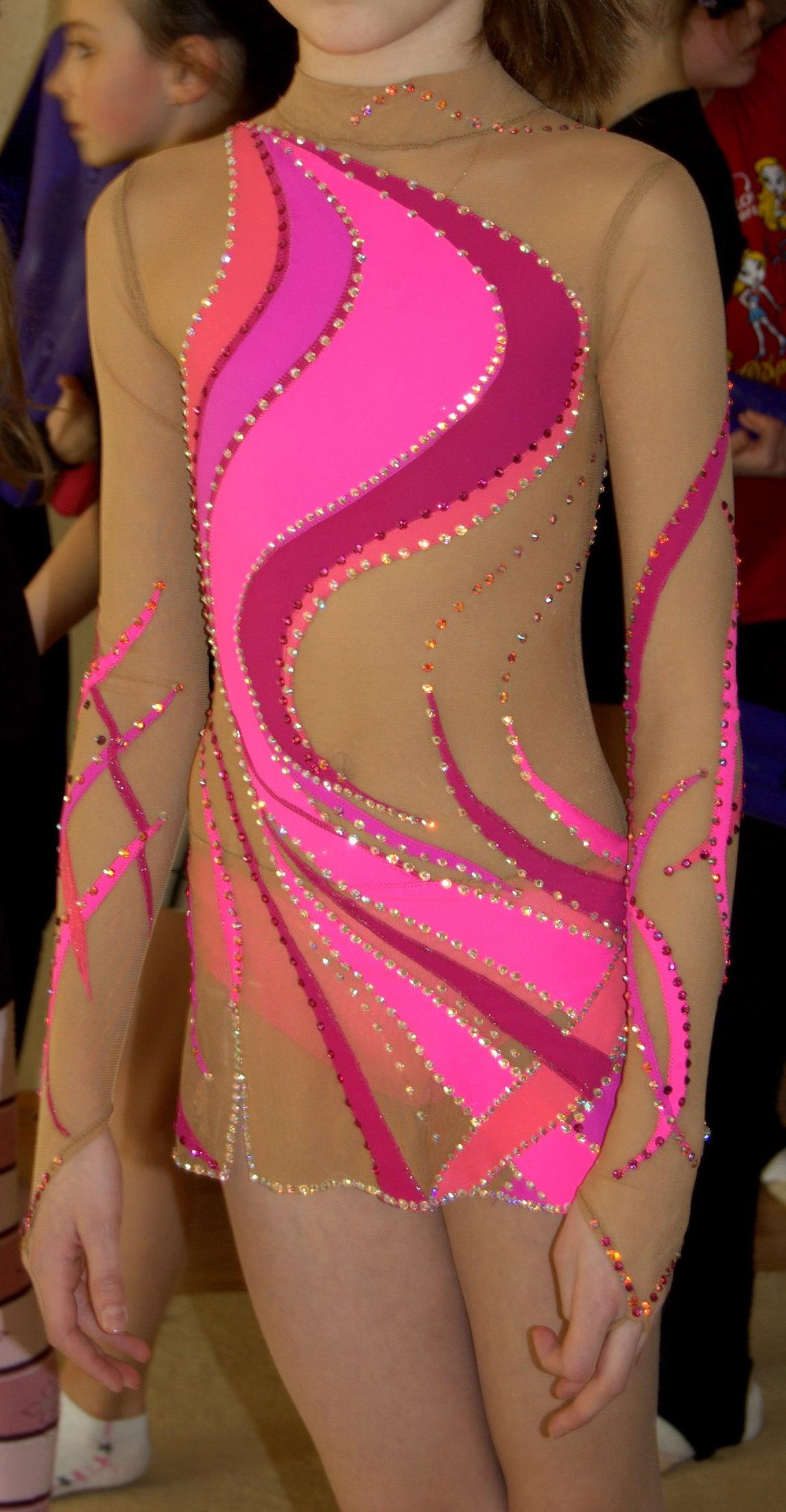 Цвет изумрудного купальника для художественной гимнастики